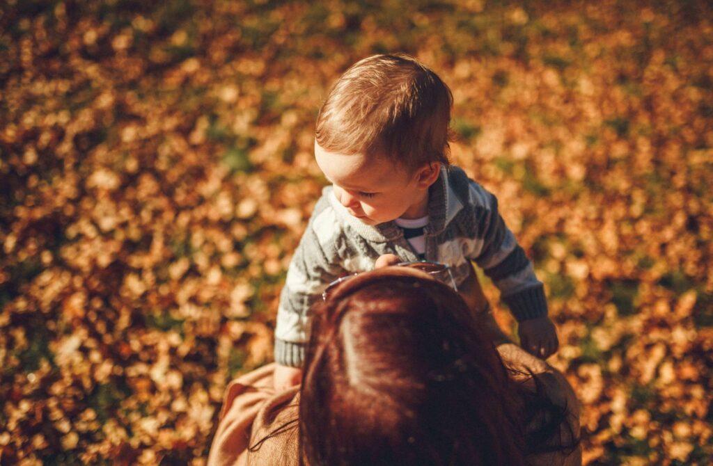 Przemoc może być reakcją na wstyd doświadczany w dzieciństwie.
