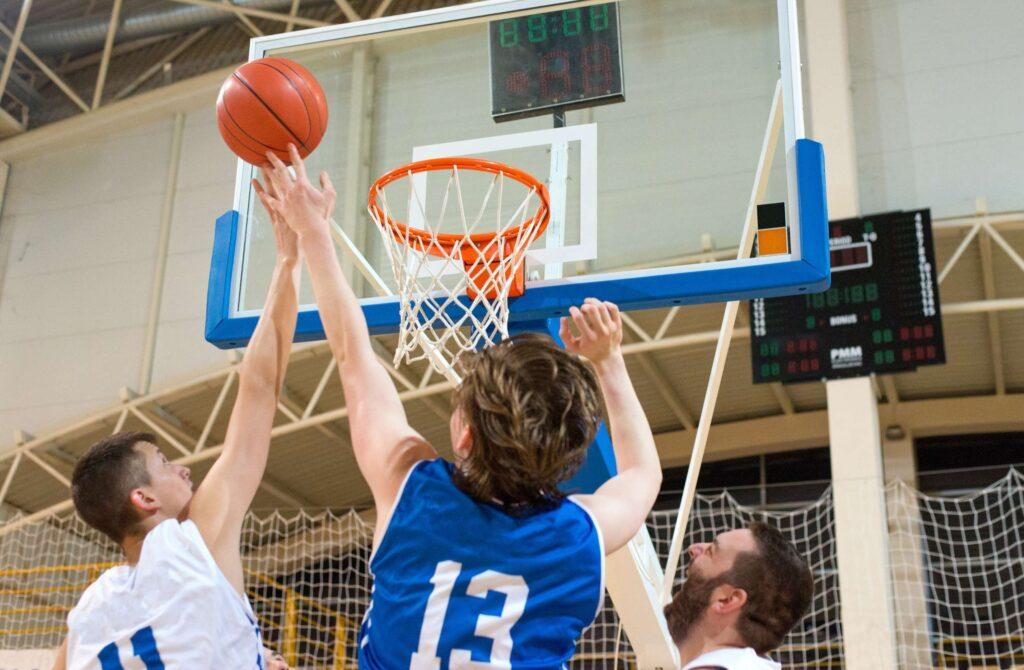 Praca nad motywacją może nauczyć sportowca psycholog sportu.